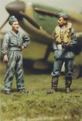 DMM 1/48 RAF Pilot Talking to Groundcrew