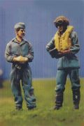 DMM 1/48 RAF Pilot Going Through Checklist with Groundcrew