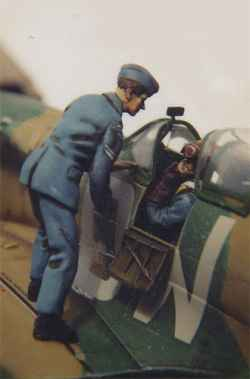 DMM 1/48 RAF Groundcrew Talking to Pilot in Aircraft