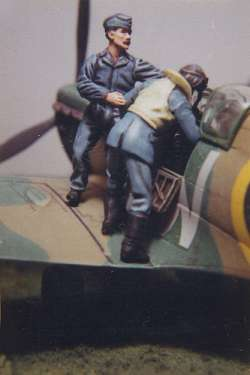 DMM 1/48 RAF Groundcrew Helping Pilot into Aircraft