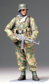 Tamiya 1/16 WWII German Infantryman (Reversible Winter Uniform)