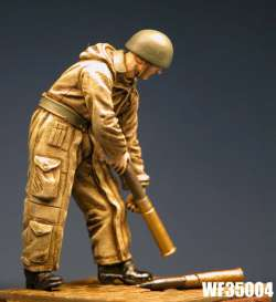 Wee Friends 1/35 WWII British Tanker Loading Ammo No.2