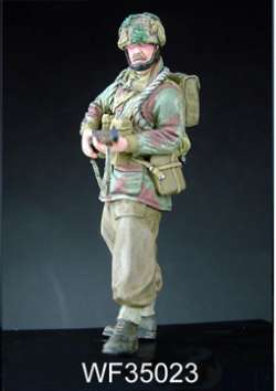 Wee Friends 1/35 WWII British Para Standing (Lee Enfield)